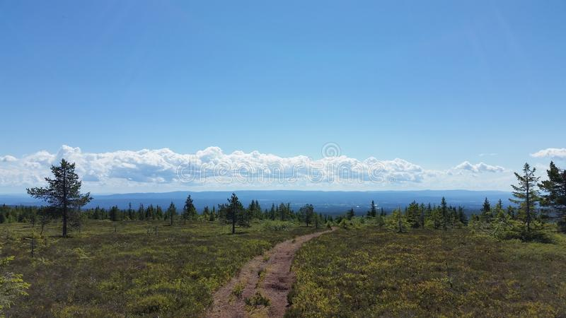 Cielo azul y paisaje agradable fotografía de archivo libre de regalías