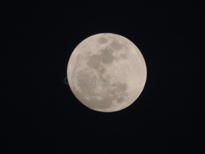Cielo blanco de la naturaleza de la luna imagenes de archivo