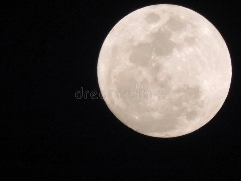 Cielo blanco de la naturaleza de la luna imagen de archivo libre de regalías