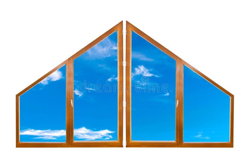 Cielo blu attraverso una finestra moderna del triangolo fotografia stock