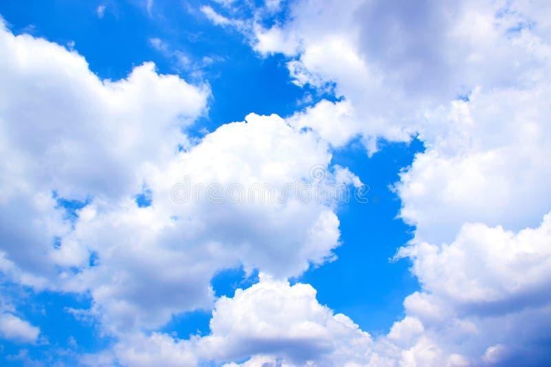 Cielo blu con il fondo 171018 0175 delle nuvole immagine stock libera da diritti