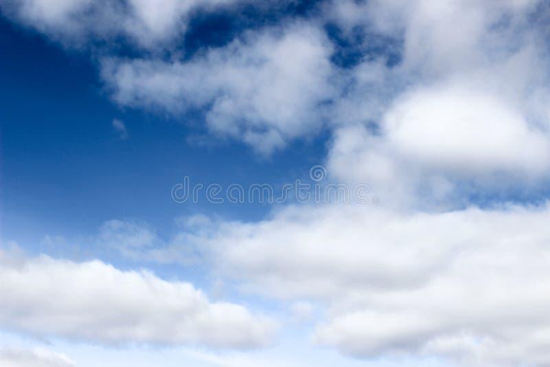 Cielo blu con la nube immagine stock