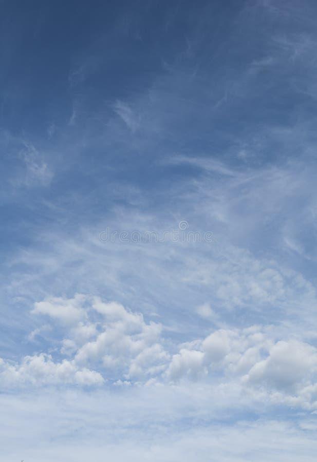 Cielo blu con la nube immagini stock libere da diritti