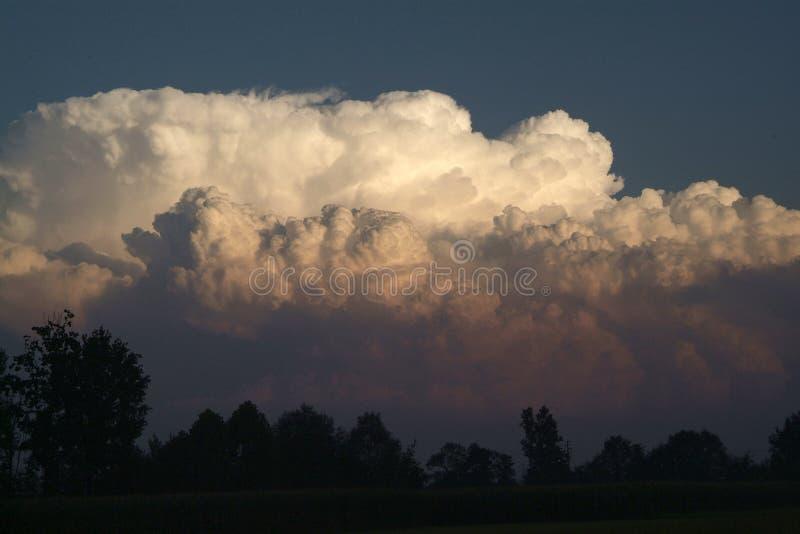 Download Cielo blu con le nubi fotografia stock. Immagine di nave - 80699430