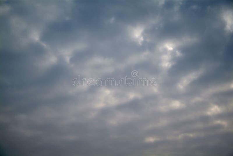Download Cielo blu con le nubi immagine stock. Immagine di colore - 80700495