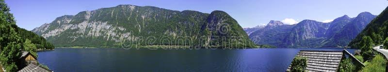 Cielo blu di panorama di Hallstatt Austria del lago fotografia stock libera da diritti