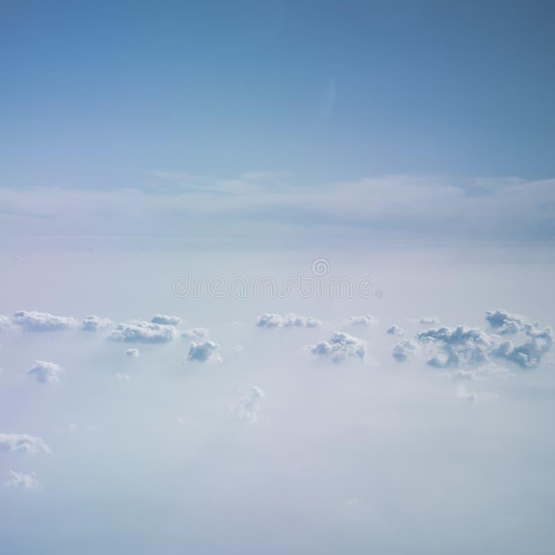 Cielo blu e fondo astratto delle nuvole di bianco fotografie stock