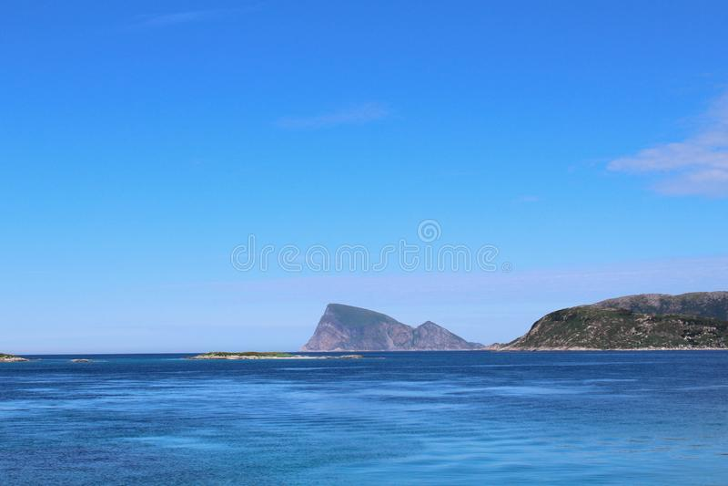 Cielo blu e mare blu fotografia stock libera da diritti