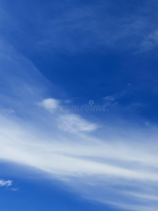 Cielo blu e nuvola bianca immagine stock libera da diritti