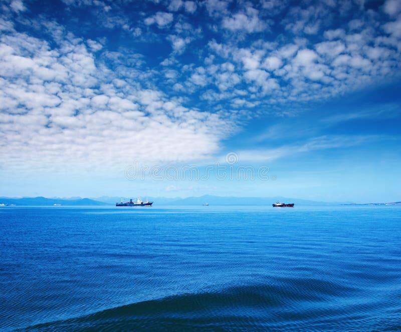 Cielo blu ed oceano immagini stock libere da diritti