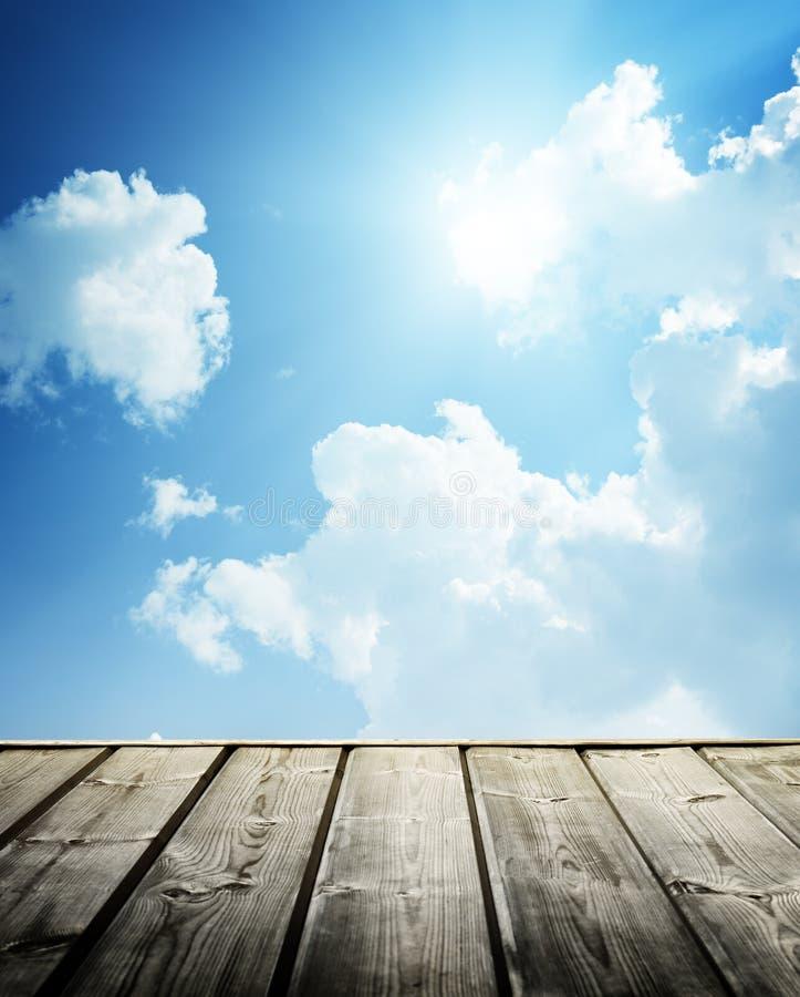 Cielo blu nuvoloso fotografia stock libera da diritti