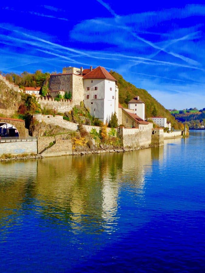 Cielo blu in Passavia, Germania immagini stock libere da diritti