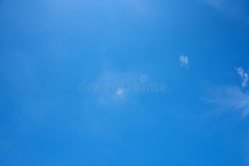 Cielo blu, radura fotografie stock
