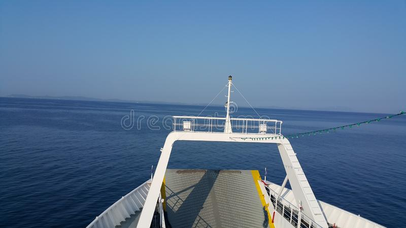 Cielo claro en el mar fotos de archivo