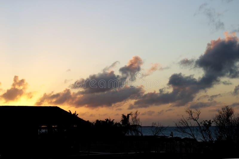 Cielo colorido de Caribbeans en la puesta del sol foto de archivo libre de regalías