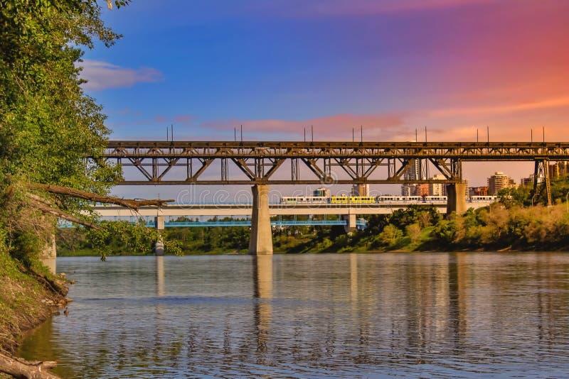 Cielo colorido de la puesta del sol de Edmonton River Valley imagen de archivo libre de regalías