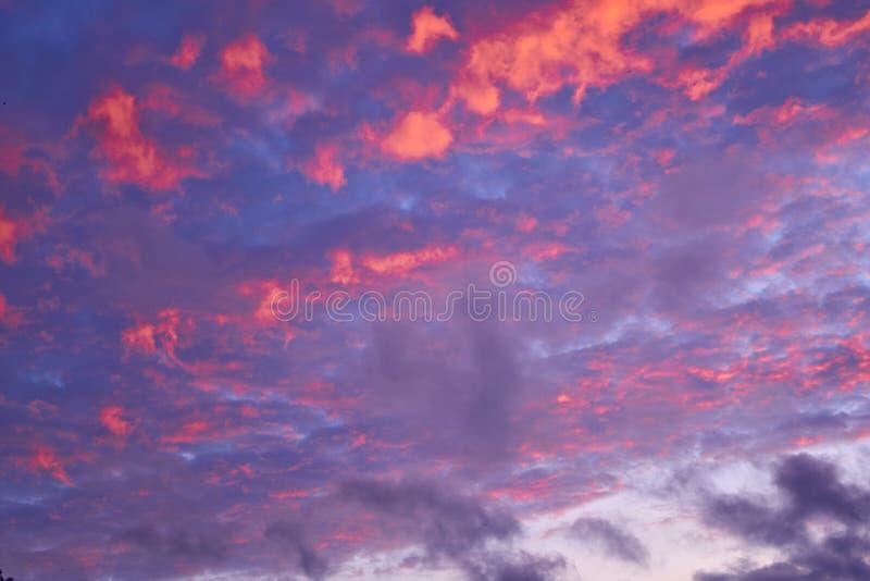 Cielo colorido de la tarde fotografía de archivo