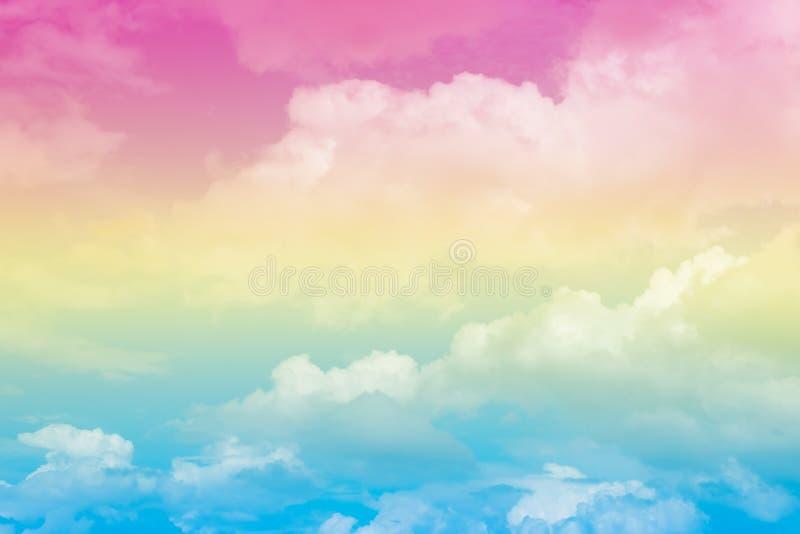 Cielo colorido en colores pastel suave artístico abstracto de la nube para el fondo fotos de archivo