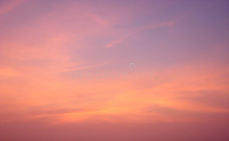 Cielo colorido en el amanecer - fondo abstracto imágenes de archivo libres de regalías