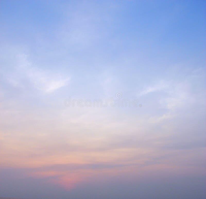 Cielo colorido en el amanecer - fondo abstracto fotografía de archivo libre de regalías