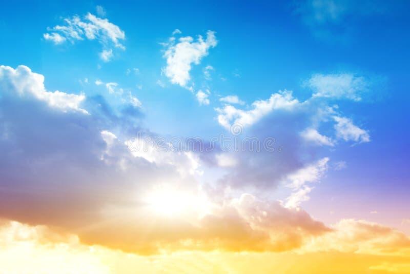 Cielo colorido y salida del sol fotografía de archivo libre de regalías