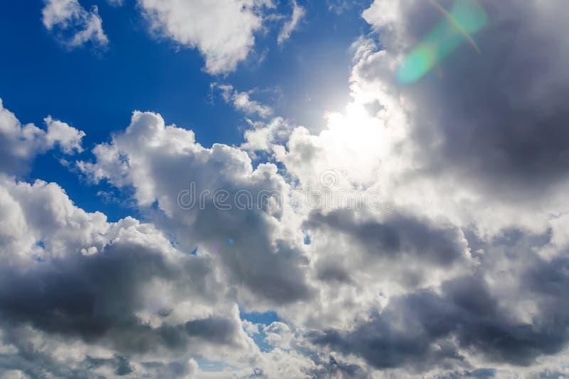 Download Cielo Con El Sol Y Las Nubes Imagen de archivo - Imagen de sueño, revestimiento: 42430713