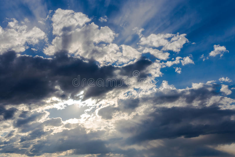 Download Cielo Con Las Nubes Oscuras Imagen de archivo - Imagen de atmósfera, claro: 42430725