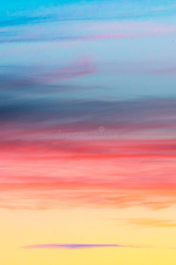Cielo crepuscolare e nuvola di panorama splendido all'immagine di sfondo di mattina immagini stock