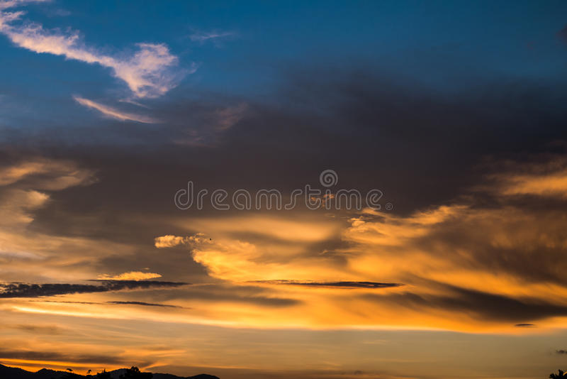 Download Cielo Crepuscular Antes De La Puesta Del Sol Imagen de archivo - Imagen de ambiente, azul: 64202729