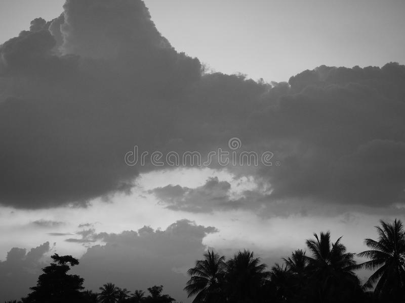 Cielo de la nube de la niebla de la montaña imágenes de archivo libres de regalías