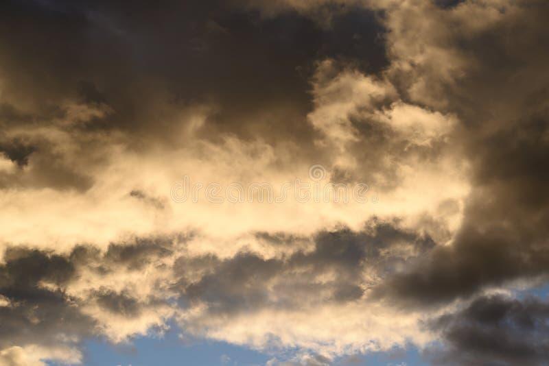 Cielo de la nube en la puesta del sol imágenes de archivo libres de regalías