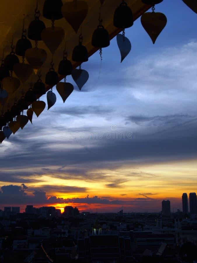 Cielo de la puesta del sol de la ciudad de Bangkok fotos de archivo