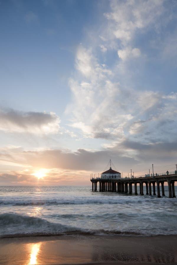Cielo de la puesta del sol del embarcadero de Manhattan Beach fotos de archivo libres de regalías