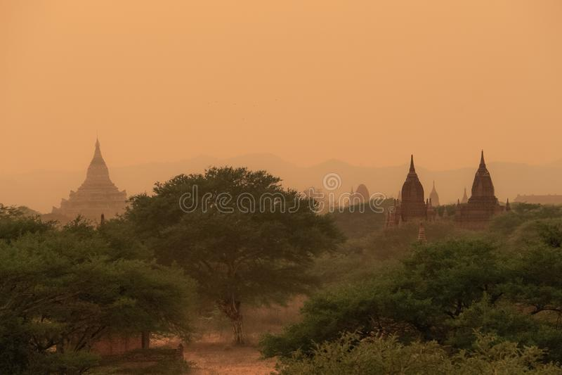 Cielo de la puesta del sol en bagan; Myanmar fotografía de archivo