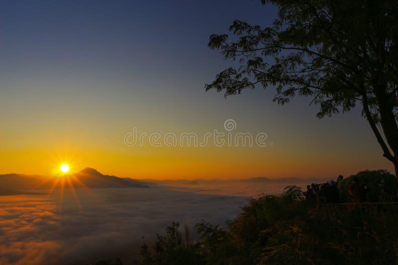 Cielo de la salida del sol en Tailandia foto de archivo