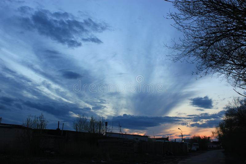 Cielo de la tarde en la puesta del sol foto de archivo libre de regalías