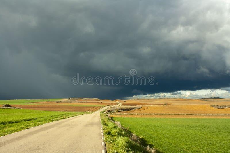 Cielo de la tormenta en el campo de Soria, Espa?a fotos de archivo libres de regalías