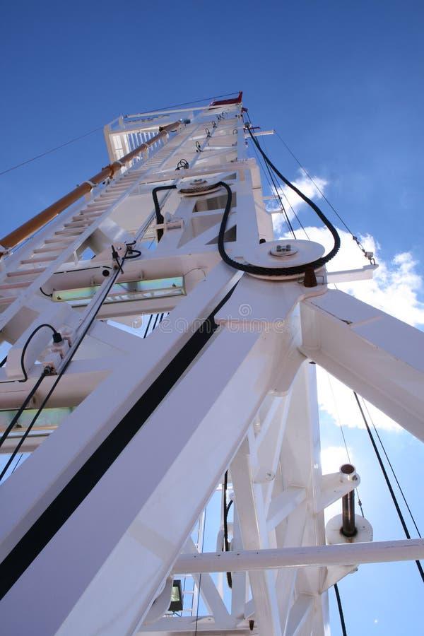 Cielo de la torre de perforación imagen de archivo libre de regalías
