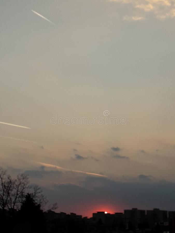 Cielo de las nubes de Sun City imagen de archivo