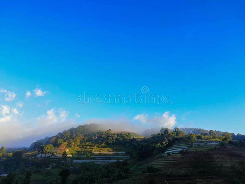 cielo del à¸'blue con el clound en la montaña imagen de archivo libre de regalías