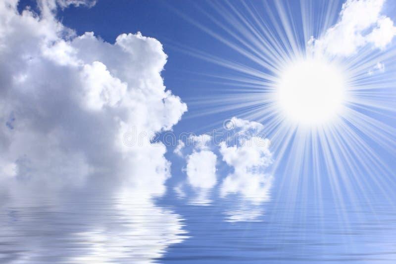 Cielo del Aquamarine con el sol imagenes de archivo