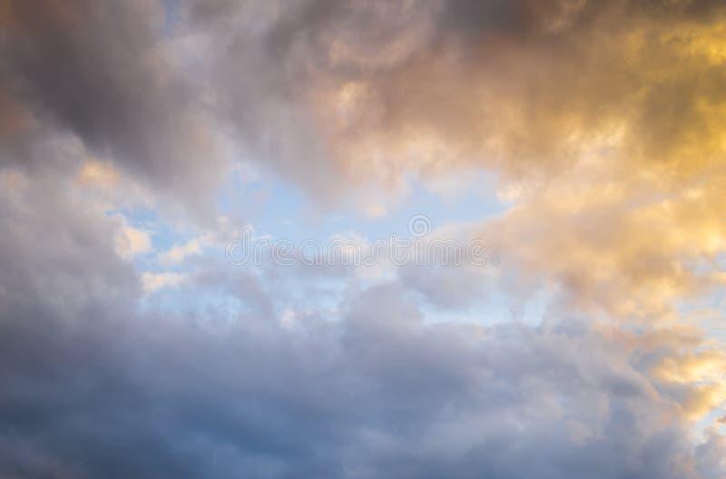 Download Cielo del Azul-oro foto de archivo. Imagen de nube, cúmulo - 42444844