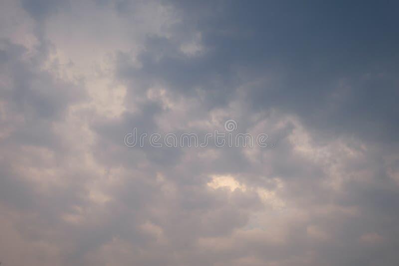 Cielo del fondo di Abstact e nuvole scure fotografia stock libera da diritti
