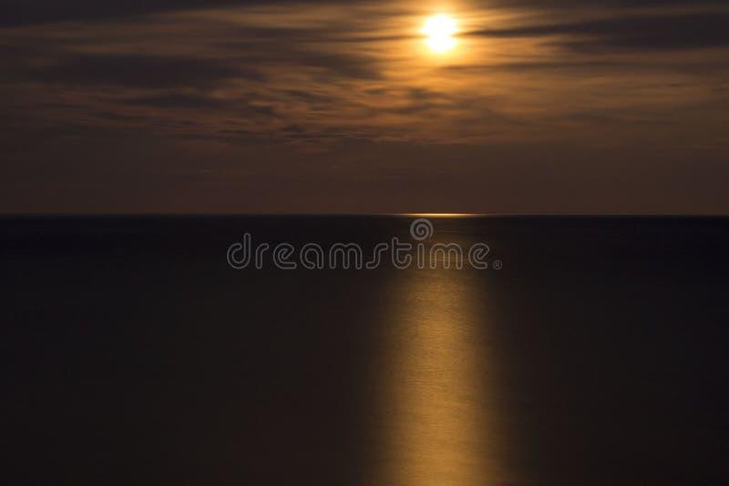Cielo del mare della Crimea della luna piena fotografia stock libera da diritti