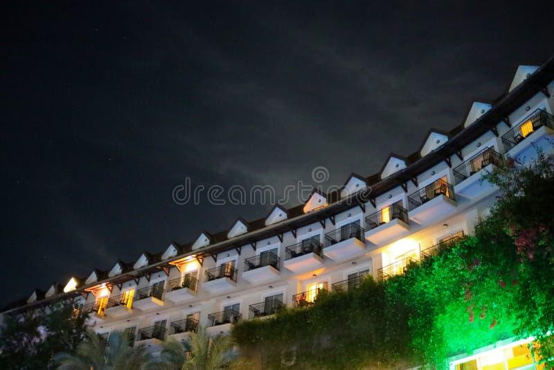 cielo del tejado de las luces del edificio de la noche del viaje imagen de archivo libre de regalías