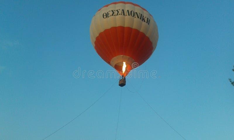 Cielo della mosca di Salonicco del pallone fotografia stock