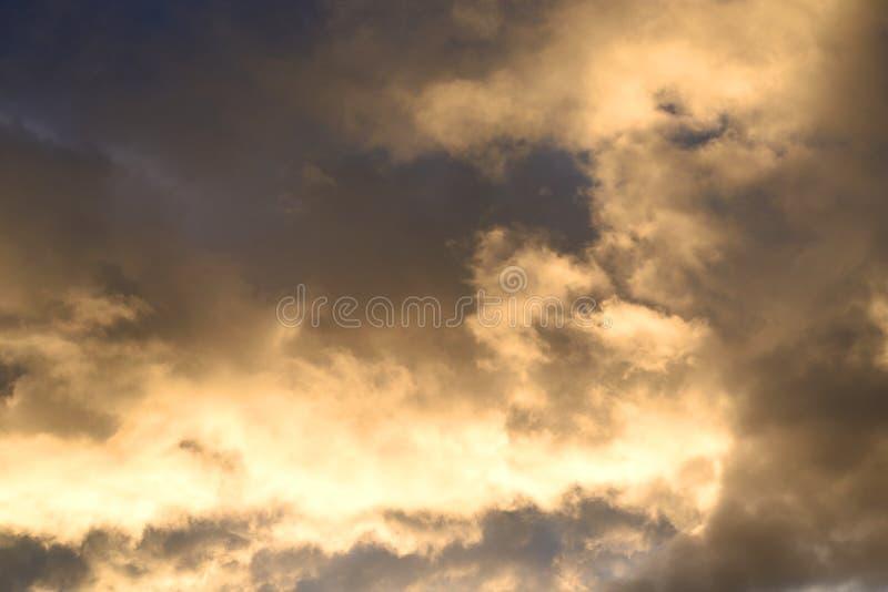 Cielo della nuvola al tramonto immagine stock