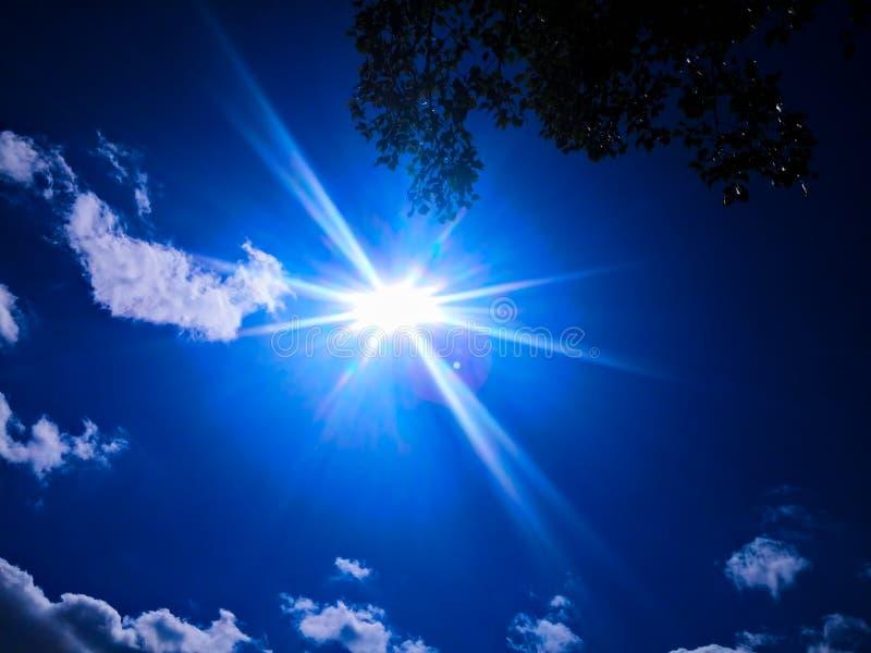 Cielo di estate con la nuvola fotografia stock