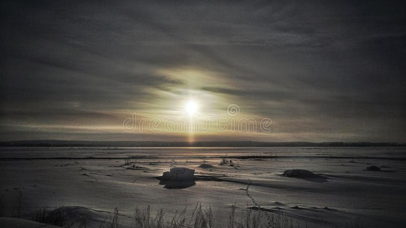 Cielo di tramonto su una notte gelida immagine stock