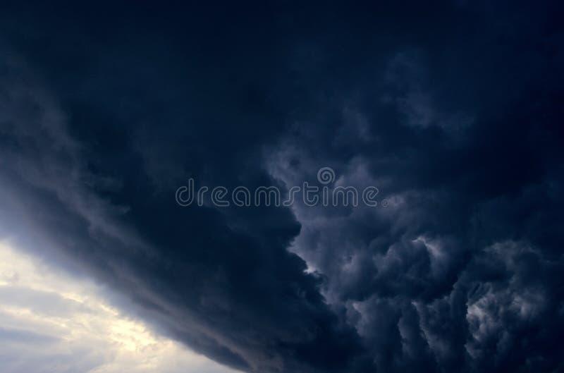Cielo dramático fotos de archivo libres de regalías